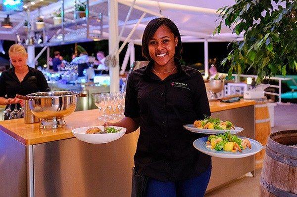 Geniet van de beste eetervaring die het eiland te bieden heeft bij Restaurant & Bar Salú.